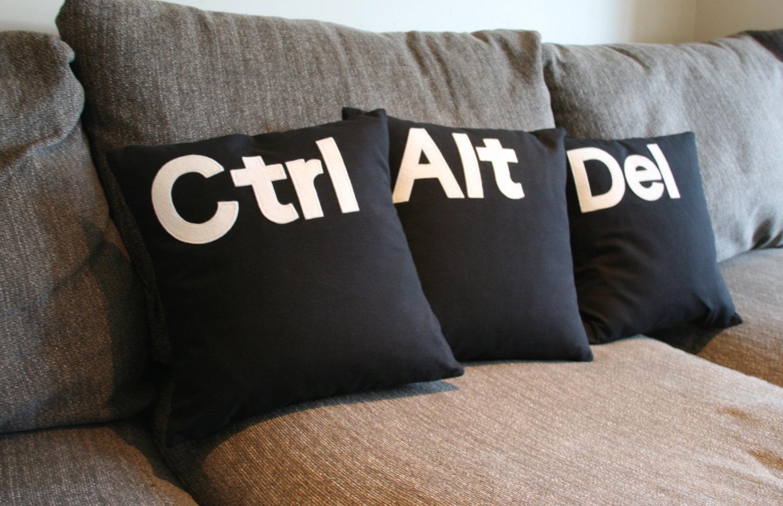 Co stanie się po wciśnięciu przycisków CTRL, ALT i DEL w systemach Linux i systemach Windows do wersji 9x?