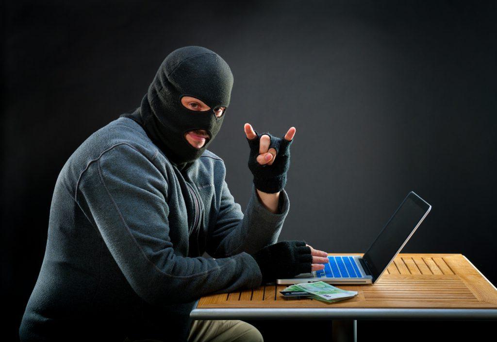 facebook, wokanda, sąd, złośliwe oprogramowanie,