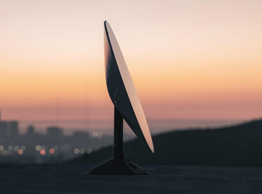 Starlink antena UFO
