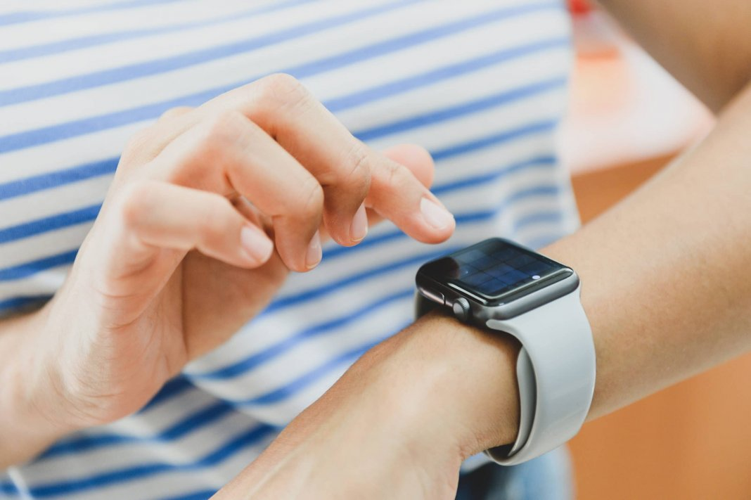 apple watch, face is, iphone, blokada, maseczka, ios 14.5, pandemia,
